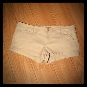 Abercrombie & Fitch Tan Low Rise Shorts Size 4